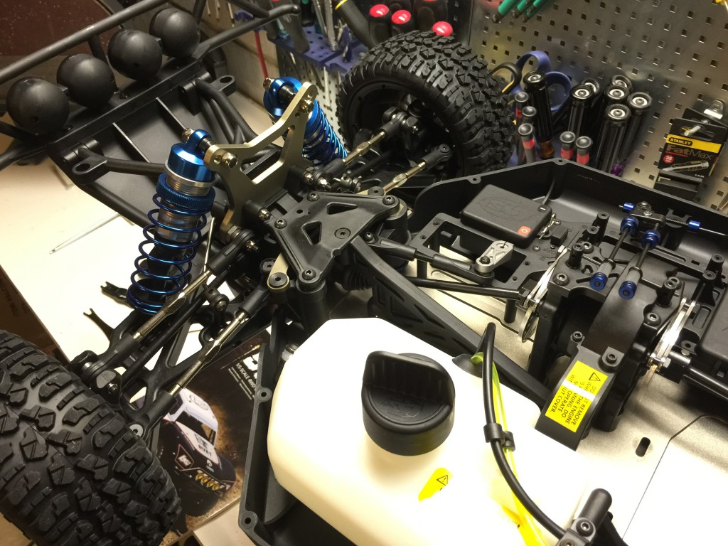 Losi 5ive-T Roller front