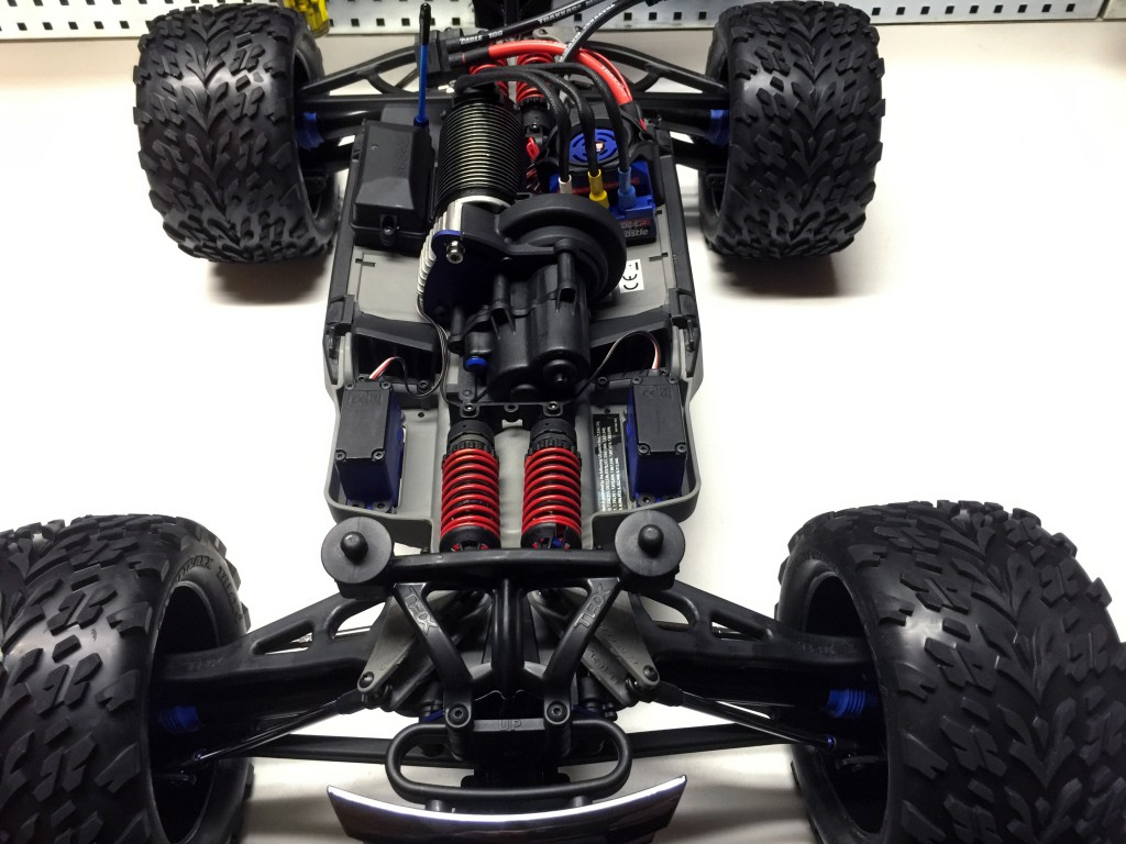 Traxxas E-revo brushless and waterproof